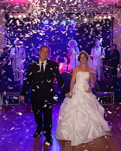 593px-Confetti_cannon_at_london_wedding_party